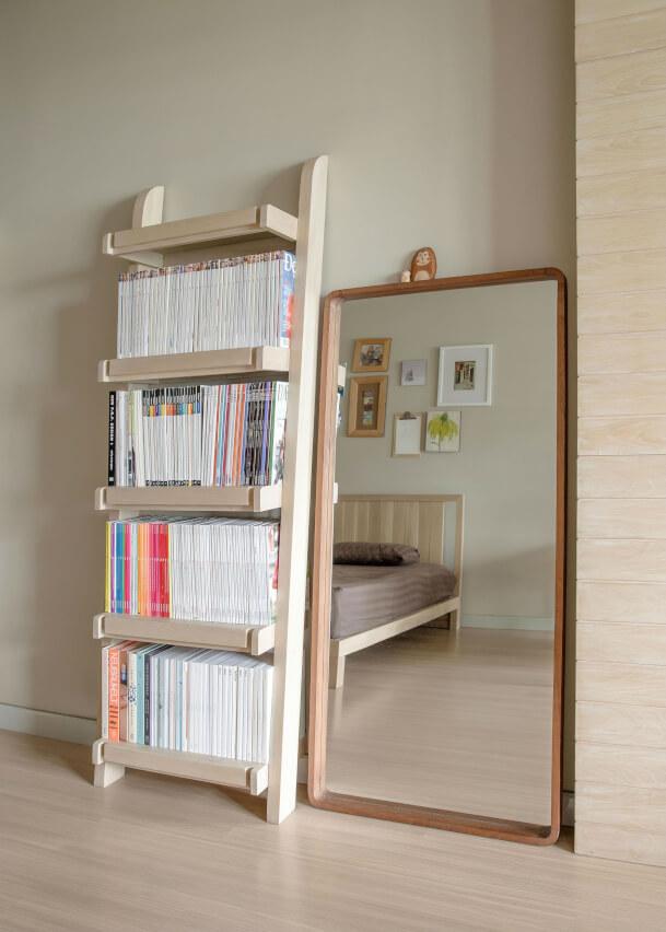japanese-minimalism-interior-books-and-mirror